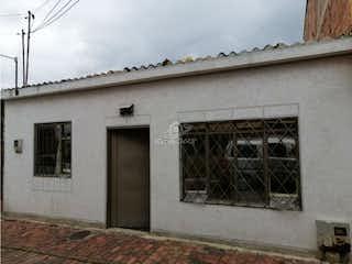 Un edificio que tiene una ventana en él en Venta casa En  Chia
