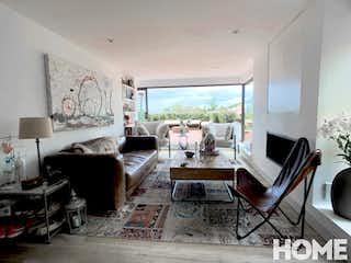 Una sala de estar llena de muebles y una televisión de pantalla plana en AMPLIO APTO REMODELADO CON TERRAZA-VENTA-Cll 109 Cra1A-SANTA ANA
