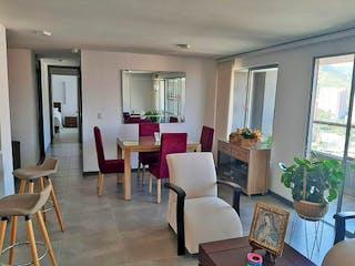 Una sala de estar llena de muebles y una mesa en Apartamento en venta en Loma de los Bernal, de 100mtrs2