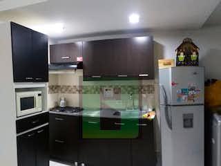 Cocina con nevera y microondas en Apartamento en Venta MIRADOR