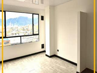 Una vista de una sala de estar con un gran ventanal en APARTAMENTO EN VENTA EN EL RESTREPO-BOGOTA