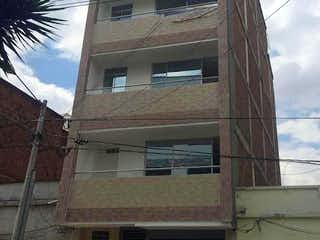 Un edificio con un reloj en el costado en Apartamento en venta en Mesa de 96m²