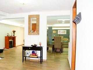 Una sala de estar llena de muebles y una chimenea en Casa en Venta en Portales, Benito Juarez Remodelada