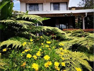 Una imagen de una planta frente a una casa en Casa en venta en Los Colegios, 180m² con Jardín...