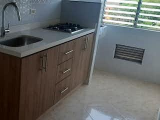 Un cuarto de baño con lavabo y un espejo en Apartamento en Venta  San German, Medellín