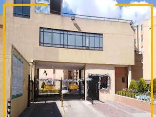 Una esquina con luz de calle y un edificio en Apartamento en venta en Casco Urbano Soacha de 3 hab. con Balcón...