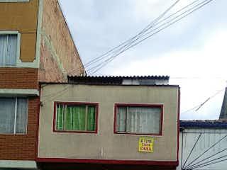 Un edificio con una señal en el costado en Casa en venta en San Fernando 130m²