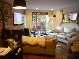 Una sala de estar llena de muebles y una ventana en Apartamento en venta en Iberia 61m²