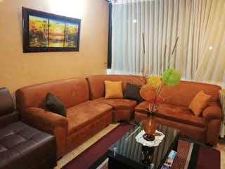 Una sala de estar llena de muebles y una televisión de pantalla plana en Apartamento en Venta QUINTA MUTIS