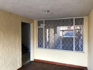 Una cocina con una ventana en la esquina en Casa en Venta LISBOA
