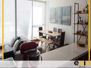 Una sala de estar llena de muebles y una ventana en Apartamento en venta en El Virrey, de 143mtrs2