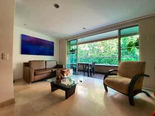 Una sala de estar llena de muebles y una televisión de pantalla plana en Apartamento para la venta en zuñiga