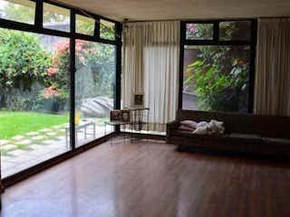 Una sala de estar llena de muebles y una ventana en Se Vende Casa en Azcapotzalco