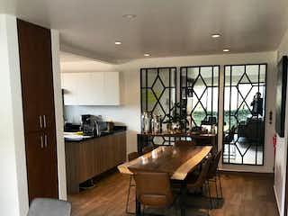 Una sala de estar llena de muebles y un suelo de madera en Departamento en venta en Lomas del Chamizal, de 70mtrs2