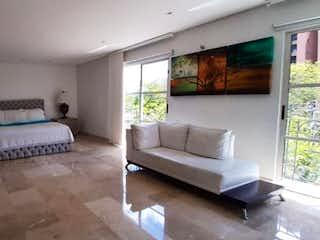 Una sala de estar llena de muebles y una televisión de pantalla plana en unidad santa catalina del tesoro