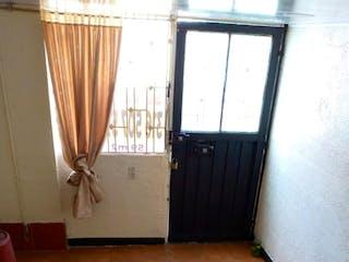 Una vista de una habitación con una puerta de cristal en Casa en venta de 72 m2 barrio Libertadores Bogotá