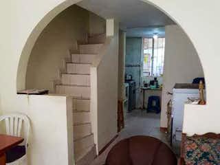 Una sala de estar llena de muebles y una ventana en Casa en venta en Bosa Britalia, de 36mtrs2