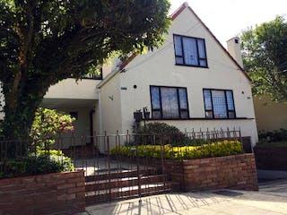 Una casa que tiene una casa en ella en Casa en venta en Sotavento de 3 alcoba