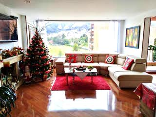 Una sala de estar llena de muebles y un árbol de navidad en Apartamento En Venta En Bogota La Carolina-Usaquén