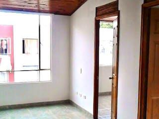 Un cuarto de baño con un inodoro y una ducha en Apartamento En Venta En Bogota San Antonio Norte-Usaquén