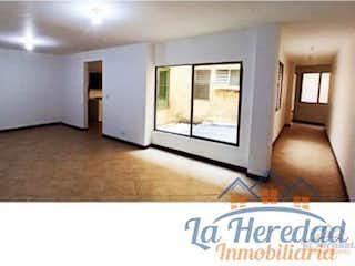 Una imagen de una sala de estar con una televisión en
