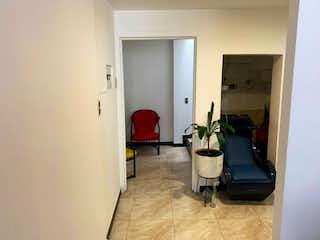 Una sala de estar llena de muebles y una planta en maceta en Casa en venta en Mandalay de 6 hab.