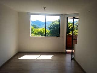 Una habitación que tiene una ventana en ella en Apartamento en venta en El Tesoro, de 58mtrs2
