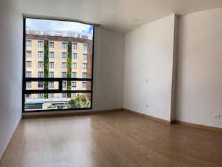 Una habitación que tiene una ventana en ella en Apartamento En Venta En Bogota Santa Barbara Oriental