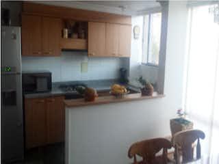 Una cocina con una estufa de refrigerador y armarios en Casa en venta en Casa Blanca Suba 169m² con Jardín...