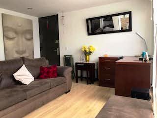 Una sala de estar llena de muebles y una televisión de pantalla plana en VENDO APARTAESTUDIO EN CHAPINERO OCCIDENTAL