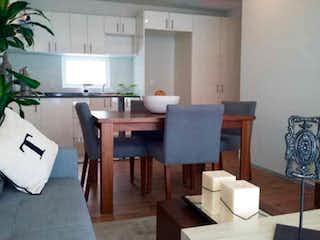Una sala de estar llena de muebles y una ventana en QBICOO Santa Fe