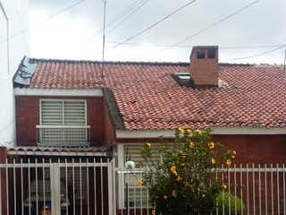 Una foto de una casa en la esquina de una calle en VENTAPERMUTA DE CASA EN EL BARRIO CEDRO GOLF NORTE