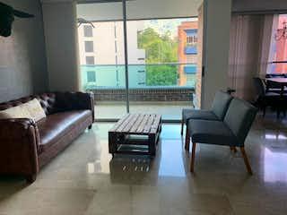 Una sala de estar llena de muebles y una televisión de pantalla plana en Apartamento en venta en Santa María De Los ángeles con acceso a Piscina