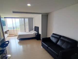 Una sala de estar llena de muebles y una ventana en Apartamento en venta en La Ferrería, de 45mtrs2