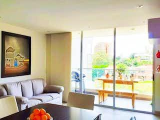 Una sala de estar llena de muebles y una ventana en Apartamento en Venta en Envigado sector Avigñon