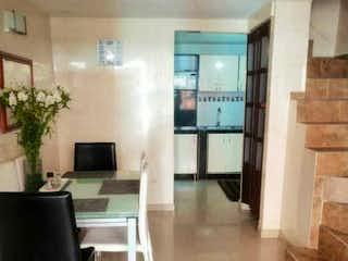 Una sala de estar llena de muebles y una chimenea en Gran Oportunidad se vende hermosa casa sector tintal precio negociable