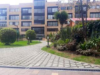 Una calle de la ciudad con edificios y árboles en el fondo en Apartamento en venta en Casco Urbano Chía de 3 alcoba