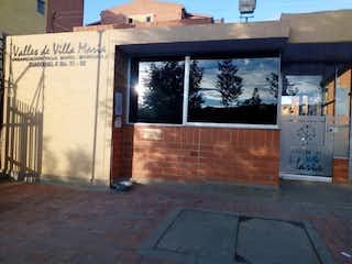 Un edificio de ladrillo con una ventana grande en él en Apartamento en venta en Casco Urbano Zipaquirá de 3 habitaciones