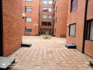 Un edificio de ladrillo con un banco y un banco en Apartamento en venta en Contador 55m²