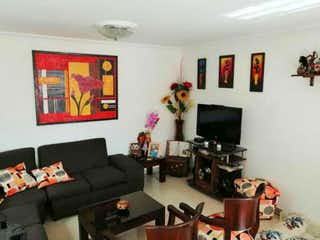 Una sala de estar llena de muebles y una televisión de pantalla plana en Casa en venta en Casco Urbano Zipaquirá de 3 hab. con Jardín...