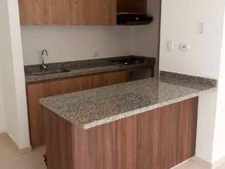 Una cocina con lavabo y microondas en Apartamento en venta en Casco Urbano Zipaquirá 65m² con Piscina...