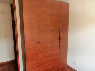 Una puerta de madera con una puerta de madera en ella en Apartamento en venta en Casco Urbano Zipaquirá de 3 hab. con Piscina...