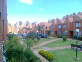 Una vista de una ciudad con un edificio en el fondo en Casa en venta en Casco Urbano Zipaquirá, 120m² con Jardín...