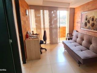Una sala de estar llena de muebles y una chimenea en Apartamento en  Belen(Medellin) RAH CO: 21-1432