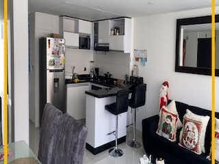 Una sala de estar llena de muebles y una televisión de pantalla plana en Se Vende Casa Con Bodega En El Barrio Acapulco, Bogot