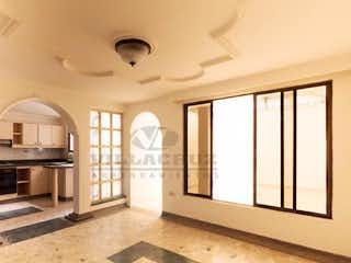 Una vista de una cocina con un gran ventanal en BELEN MALIBU