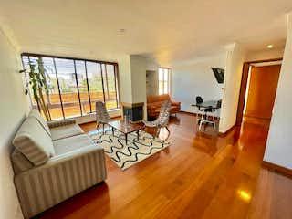 Una sala de estar llena de muebles y suelos de madera en  Financio Espectacular Apartamento en zona G