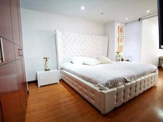 Una gran cama blanca en un dormitorio junto a una ventana en apt 110 con 16, Apartamento en venta en San Patricio, 67m² con Balcón...