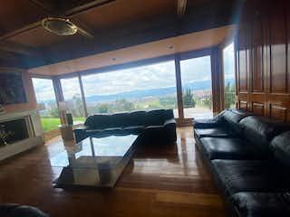 Una sala de estar llena de muebles y una gran ventana en Casa en venta en Yerbabuena, de 12500mtrs2