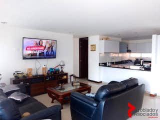 Una sala de estar llena de muebles y una televisión de pantalla plana en MOLINOS DE ZUÑIGA
